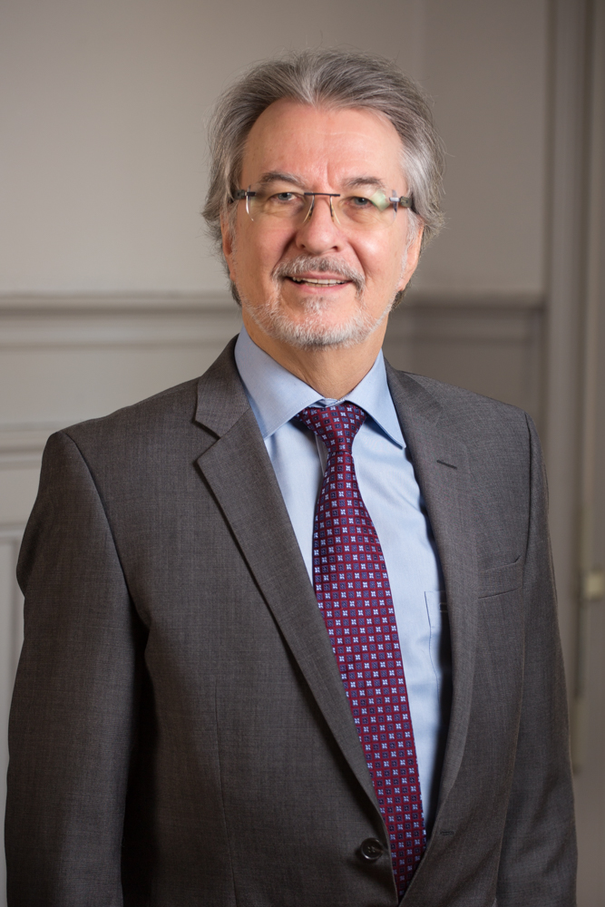 Dr S Pugatsch
